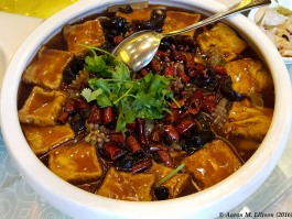 Tofu with mixed seafood